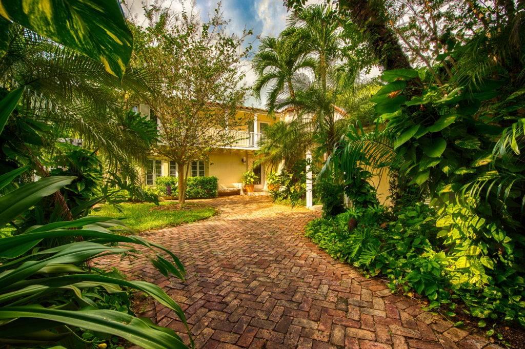 4880 Pinetree Dr. Miami Beach FL 33140 0021