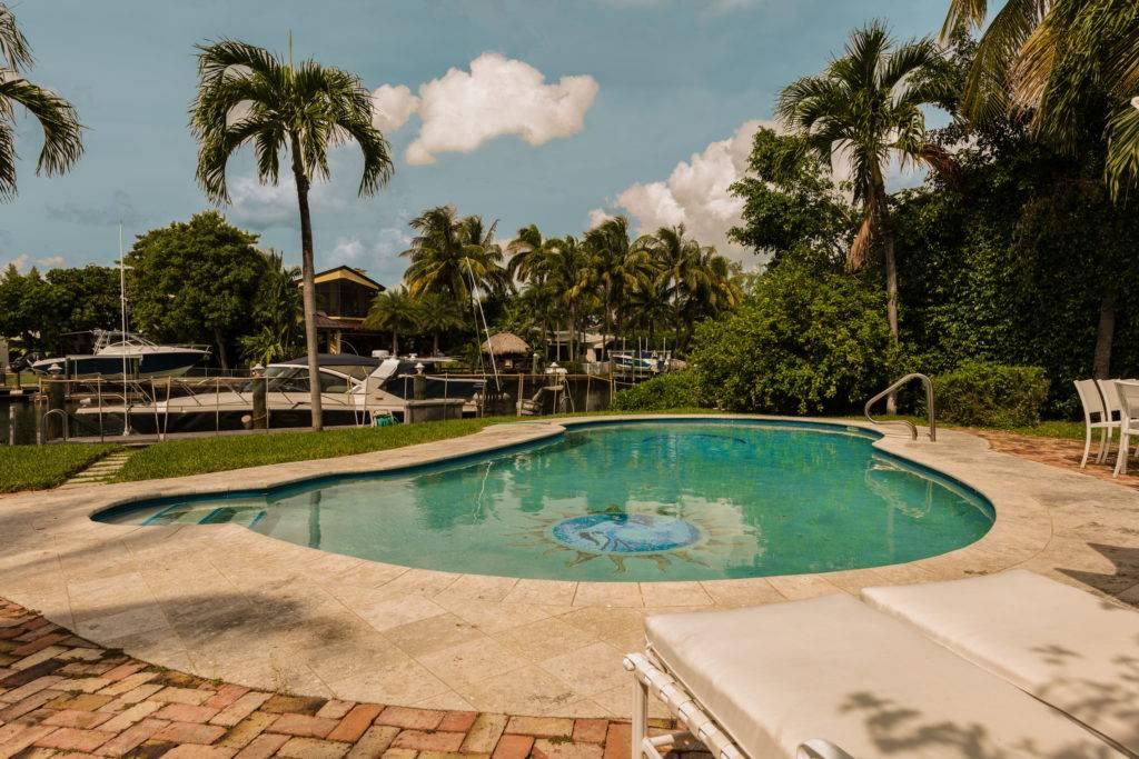 4880 Pinetree Dr. Miami Beach FL 33140 0026