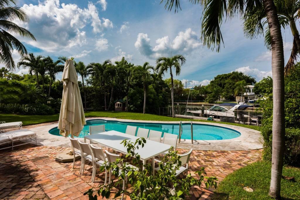 4880 Pinetree Dr. Miami Beach FL 33140 0027