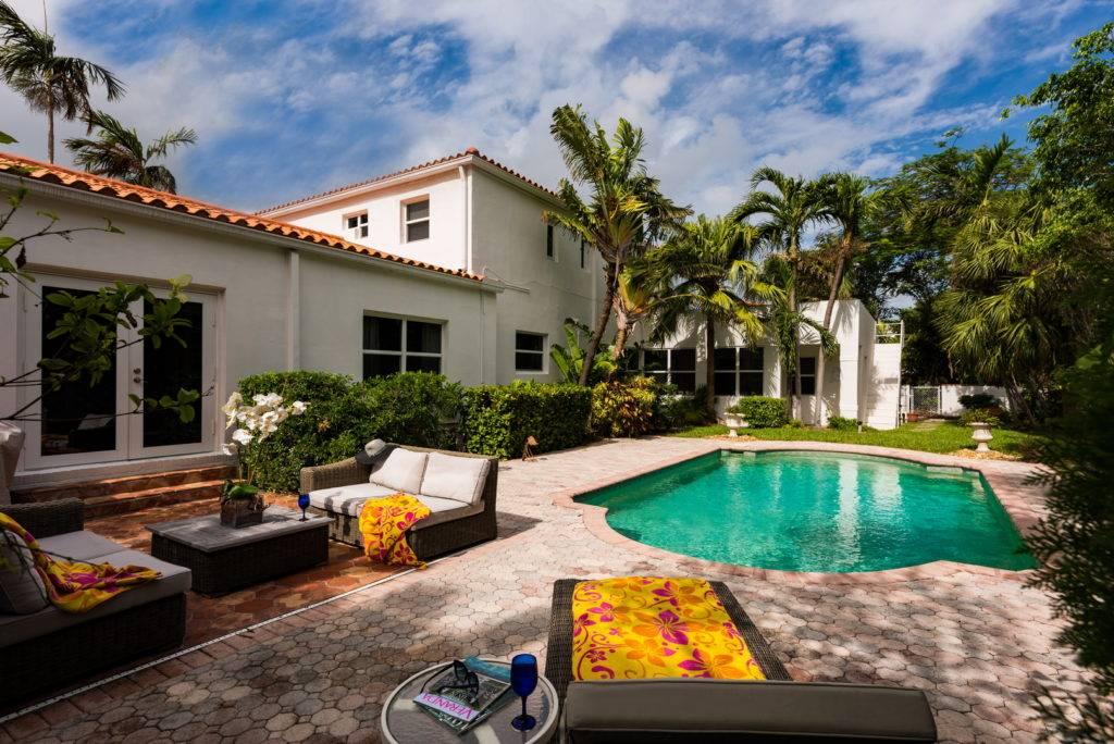 2861 Pinetree Dr Miami Beach 002