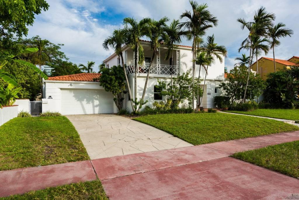2861 Pinetree Dr Miami Beach 030