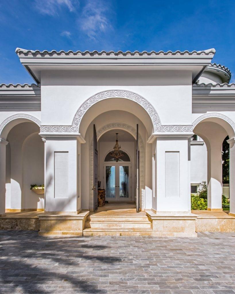 Casablanca 4330 North Bay Rd. 00005